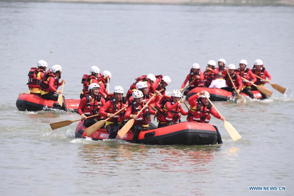 Red Cross rescue teams participate in an aquatic lifesaving exercise during an emergency rescue drill in Fuzhou, capital of southeast China's Fujian Province, May 10, 2021. A comprehensive emergency rescue drill hosted by the Red Cross Society of China was held in Fuzhou on Monday. A total of 13 Red Cross rescue teams from all over the country and the Donghai No.2 flying rescue service participated in the drill and systematically exercised rescue subjects like aquatic lifesaving, search and rescue, medical treatment, water supply and etc., in an effort to improve the joint rescue capability of various rescue teams at different levels. (Xinhua/Jiang Kehong)