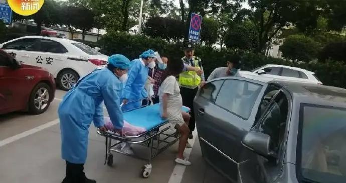 孕妇突然临盆 西安交警紧急开道送医