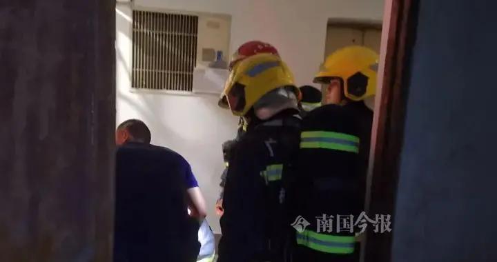 """柳州市中心""""福字楼""""突冒浓烟!消防和民警破门而入,结果令人想不到"""