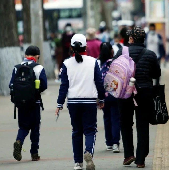同一条路按单双号划分俩学区 燕儿岛路6号家长反映家门口的小学不能上 新建澳门路小学招生又遇类似情况