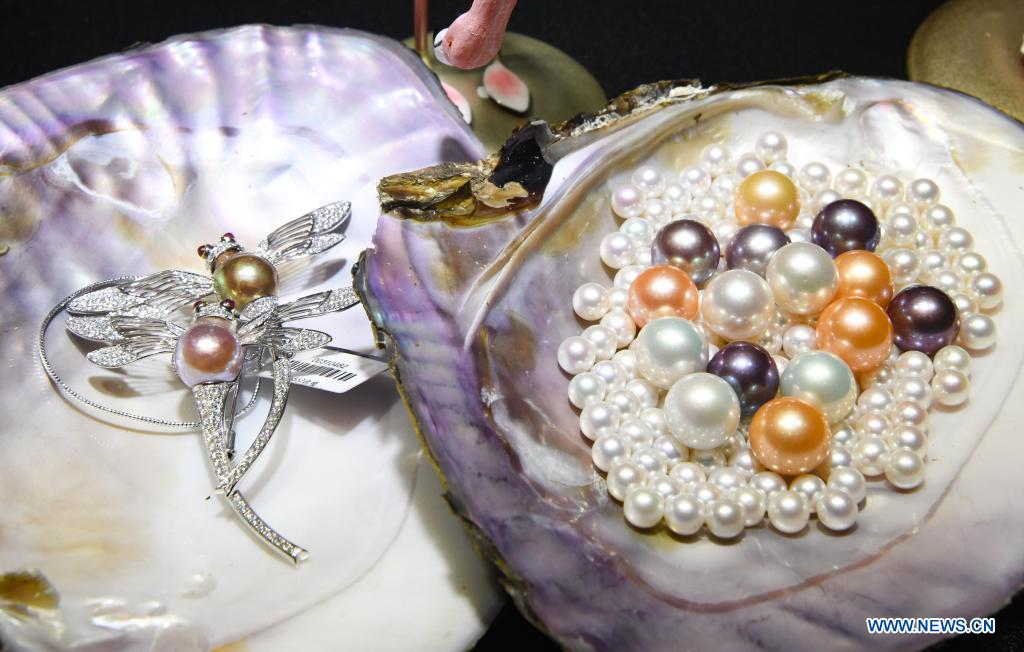 Photo taken on May 10, 2021 shows pearls on display during the first China International Consumer Products Expo in Haikou, capital of south China's Hainan Province. Domestic exhibits with Chinese characteristics are quite a sight at the Expo, not only meeting the needs of consumers, but also reflecting the unique charm of Chinese culture. (Xinhua/Yang Guanyu)