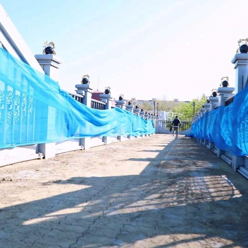 中山路与国庆街交口人行天桥步道砖更换完毕