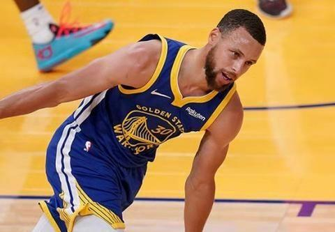 斯蒂芬-库里,用三分改变NBA与篮球运动的男人,我们在见证伟大!