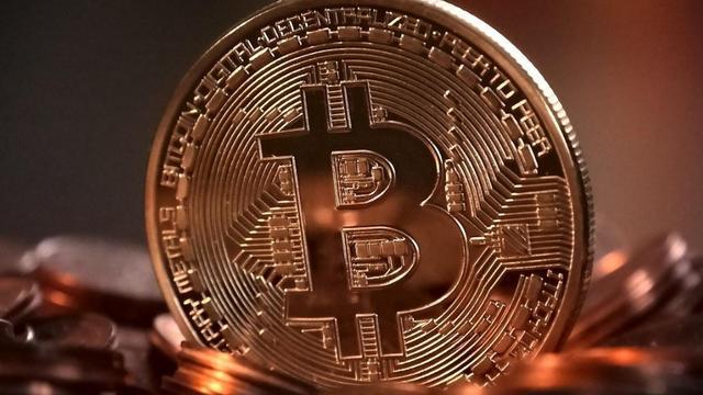 一枚比特币涨到了37万,用家用电脑不停挖,多久能挖出一枚?