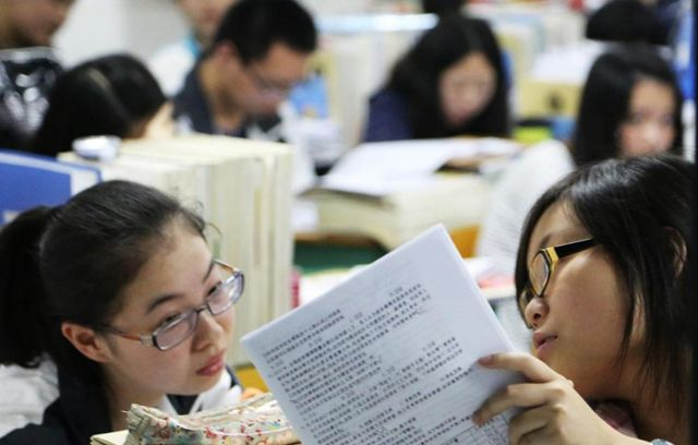 """她是高考""""文科状元"""",却放弃高额奖学金退学重读,最后考哪了"""