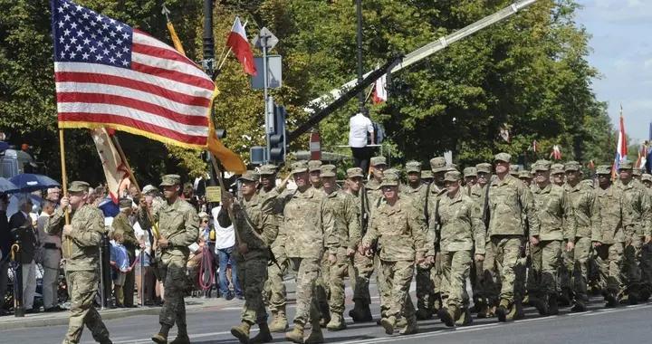 驻波兰美军曝出离谱丑闻,士兵组团出入风俗场所,高级军官还失联了