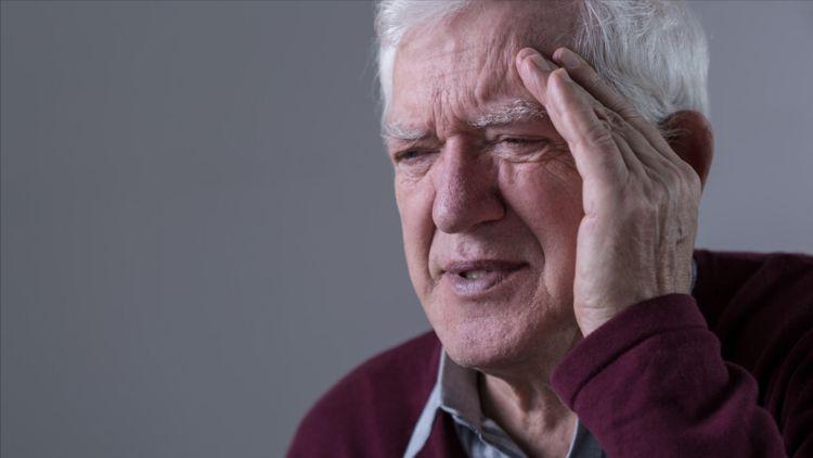 存款被再婚老伴骗光,晚年重病不起:不敢再找了