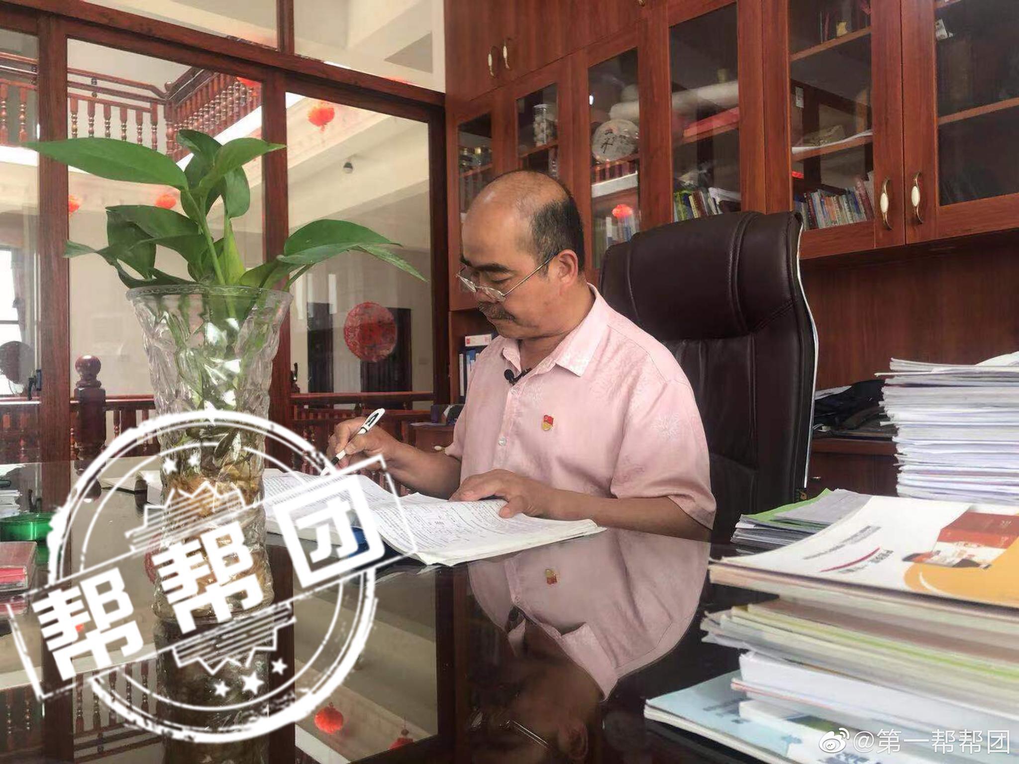 """发展生态种养事业,带动残疾朋友在家门口圆""""小康梦""""的党员杨明镇"""