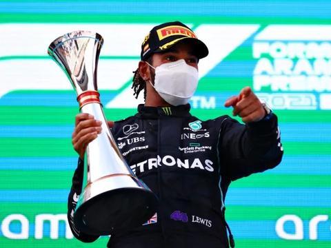 西班牙大奖赛上汉密尔顿追平了F1的30年的纪录,红牛加油吧