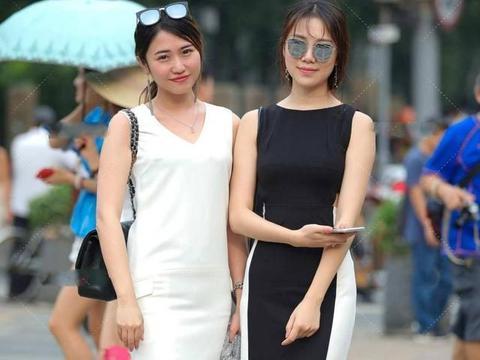 黑白拼接裙,简洁、时尚、自然,便于在各种场合穿着