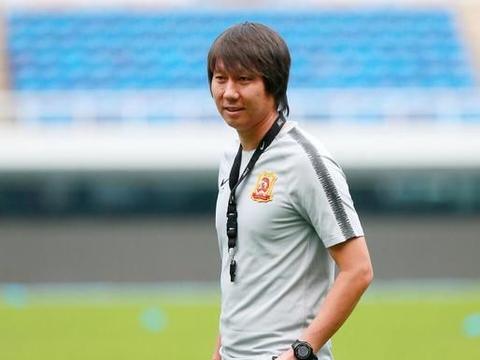 申花门神重伤退出,21岁新星有望替补入选,曾勇扑艾克森点球