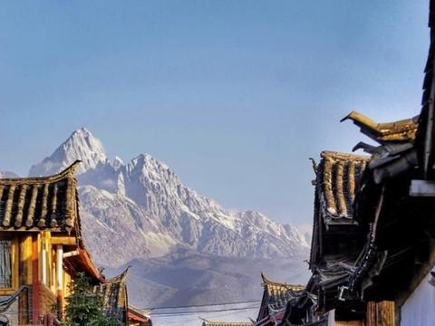 丽江三大古镇之一,唯一的原生态古镇,枕着玉龙雪山入睡!