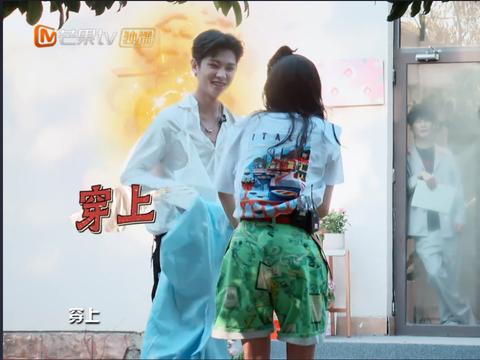 黄明昊为杨幂披衣时是霸总,唱《梦幻新诛仙》主题曲却是小少年?