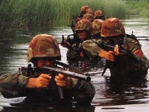 特种兵的残酷训练细节曝光,普通人去体验,连半天都撑不住