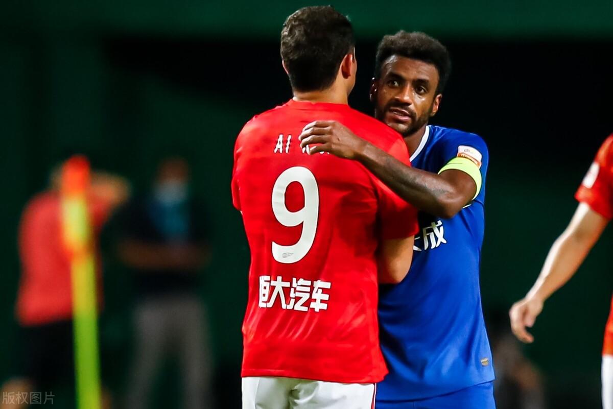 恒大球员赛后评分,严鼎皓居首,国足前锋垫底,艾克森评分惹争议