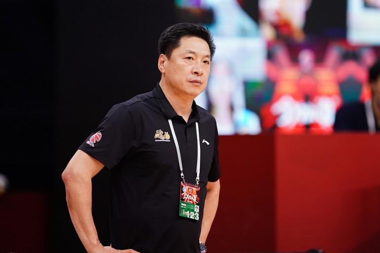 CBA快讯:李春江加盟上海,郭艾伦遭调侃,辽宁两大新星超级崛起