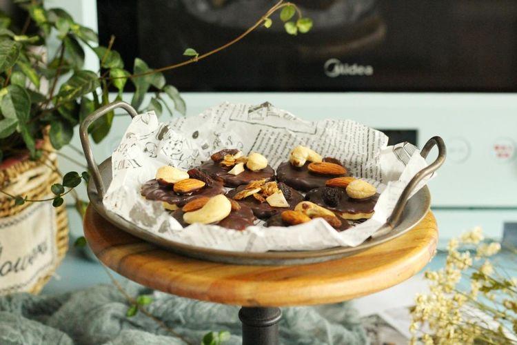 用坚果搭配巧克力,做美味的小饼干,酥香脆爽