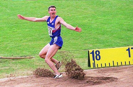17米40,27岁田径世锦赛季军创世界第一 年初破尘封十年世界纪录