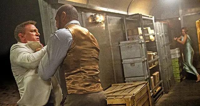 戴夫巴蒂斯塔加盟《利刃出鞘2》搭档丹尼尔·克雷格