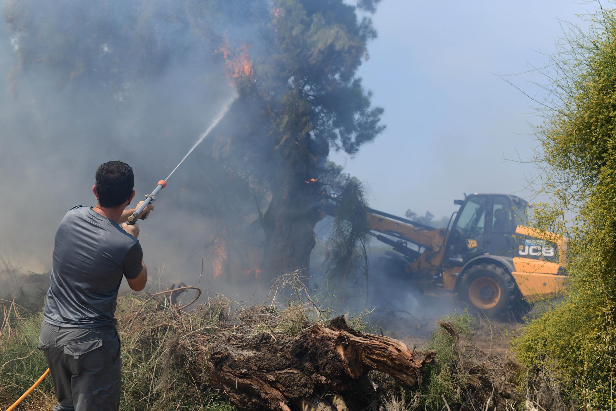 加沙地带武装人员向以色列发射火箭弹
