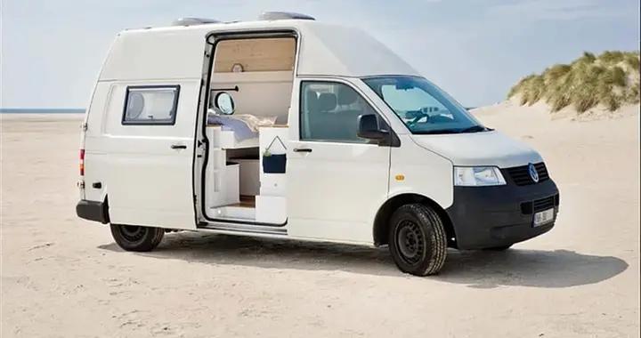 80后夫妻俩徒手改造小面包车,水电自给自足,将小车厢变成了家