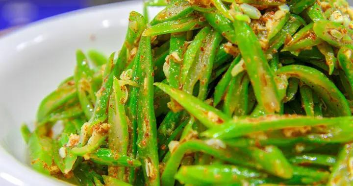 厨师长分享麻椒扁豆的做法,麻味鲜香,扁豆入味,好吃不腻又开胃