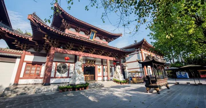 """南宁青秀山有座""""小故宫"""",核心建筑像天坛,殿宇辉煌,非常壮观"""