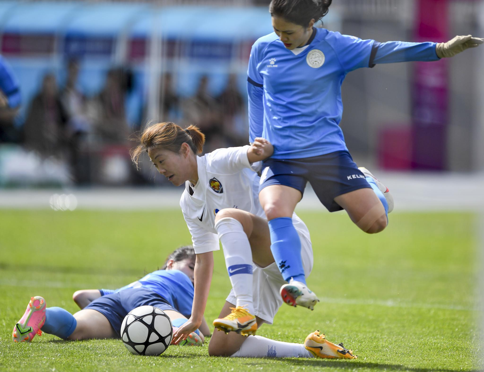 足球——女超联赛:江苏女足平上海农商银行队