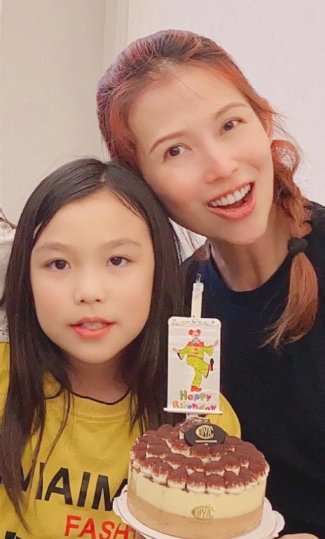 蔡少芬为大女儿庆生,10岁女儿汤圆身高瞩目,好友洪欣带女儿出镜