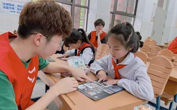 """理科学生传播云锦文化,这群年青人很""""时尚"""""""