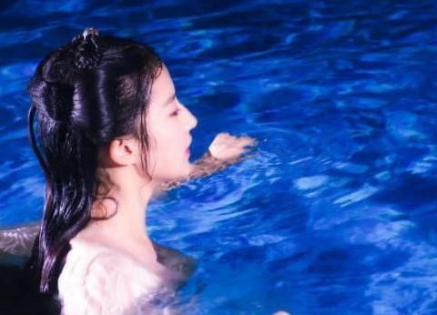 """刘亦菲""""水下戏""""曝光,全身湿透,生图下的状态宛如""""出水芙蓉"""""""