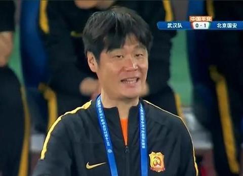 李霄鹏看走眼,武汉3强援中后卫加盟后0出场,双外援前锋即将合体