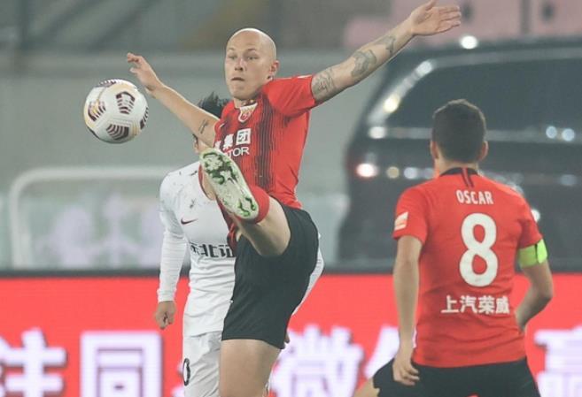 土豪队1-0绝杀摆脱榜尾,上海海港升第1,申花跌第2