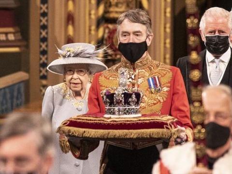 亲王去世后英女王首次正式亮相营业!蓝大衣配印花裙,卡米拉抢镜