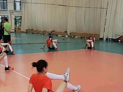 江苏女排直播训练:孙燕不在,其他队员身体素质佳!