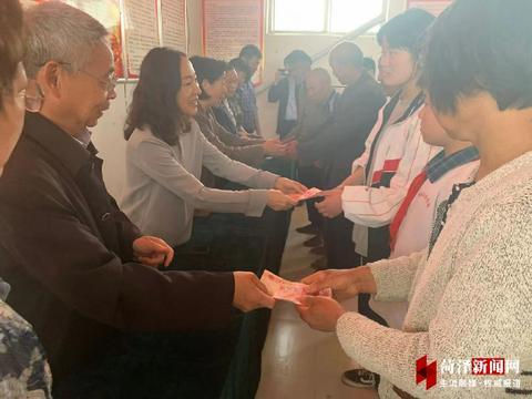 鄄城6户贫困家庭获救助