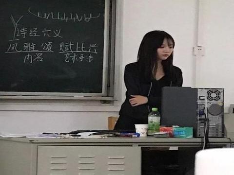 各校高颜值男老师被偷拍,女生不敢对视,网友:还能专心上课吗?