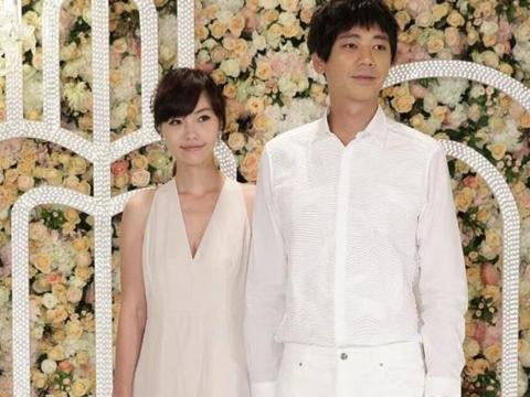 50岁苏见信提前庆生与前女友WeiWei甜蜜依偎,举止亲密仍像恋人