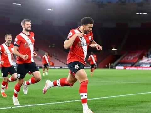 英超昔日榜首大逆转,27分钟连进2球,利物浦旧将迎生涯百球