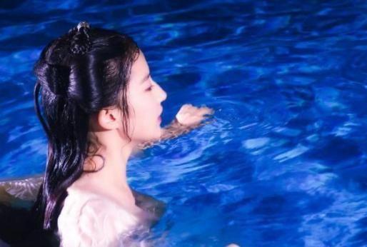 """刘亦菲""""水下戏""""照片,全身湿透生图曝光,网友:清水出芙蓉"""