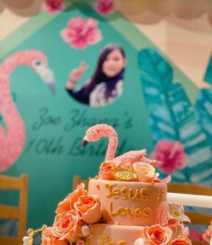 蔡少芬张晋为大女儿庆生,洪欣母女到场祝贺,鱼蛋被蛋糕馋哭