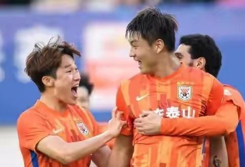 黄健翔为泰山队郭田雨鸣不平,李铁是否会做出改变呢?