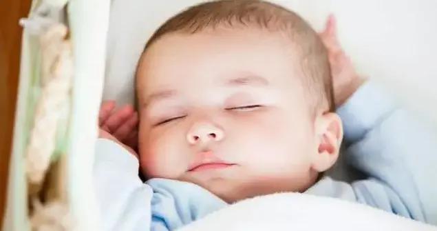 宝宝总是哄睡难?可能是入睡时机没掌握好,正确哄睡方式get起来