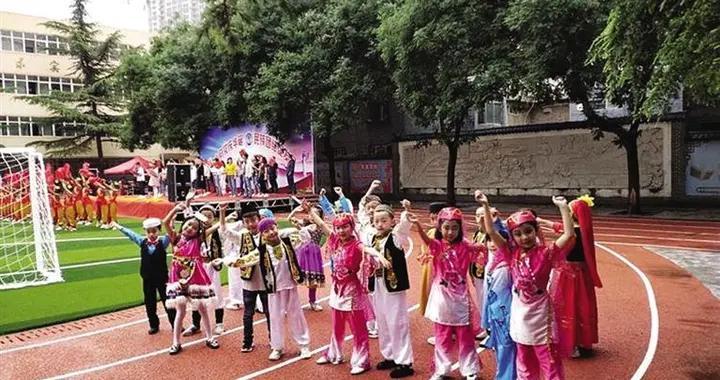 ■民族团结一家亲 携手共圆中国梦 那束光,照亮了每个孩子的梦多民族学生在硷沟沿小学快乐成长