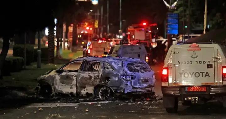 以色列大乱!火箭弹如雨下,国内抗议如火,教堂警局遭打砸抢烧