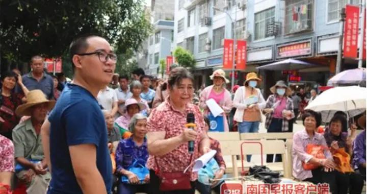 南宁市青秀区利用漫画宣传,教大家防范火灾、台风等灾害