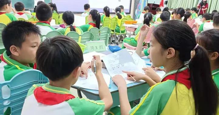 番禺东城小学学生 利用虚拟设备提高科学观察时效性