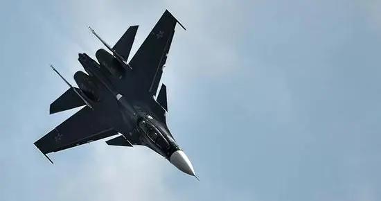 空中较量:俄军一架俄苏30在黑海上空同时拦截三架法国军机