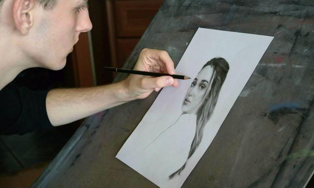 科希策艺术家乔斯卢卡——铅笔素描肖像