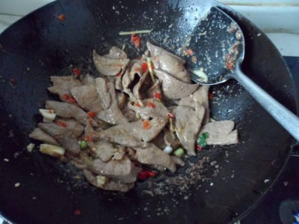 教你家常好吃的鱼香猪肝,美味下饭又营养丰富,一盘根本不够吃